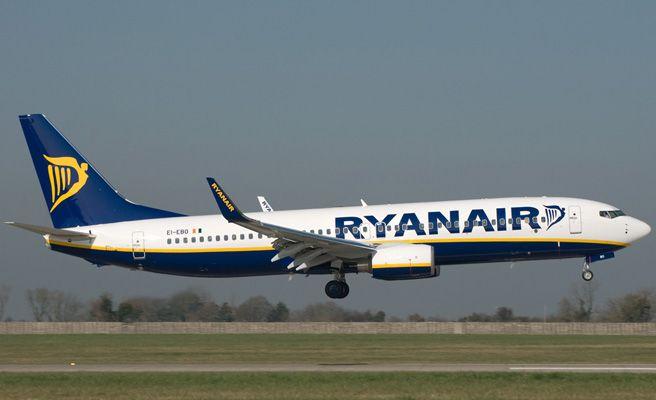 Ryanair e iberia express buscan tripulantes de cabina en espa a qu es - Cabina ryanair ...