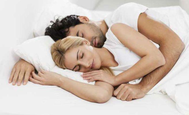 Así es tu relación de pareja según la postura en la que dormís