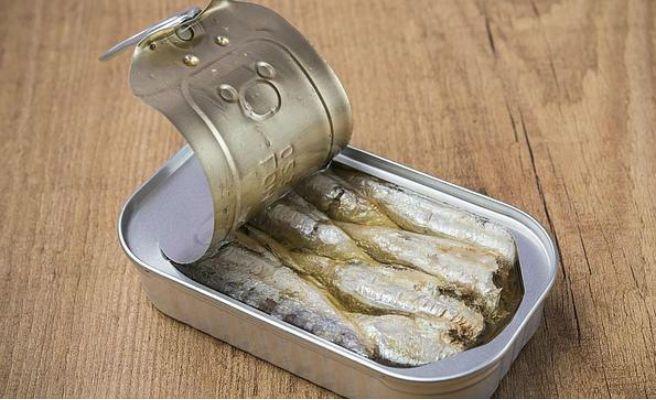 Nunca dejes latas de conserva abiertas en la nevera