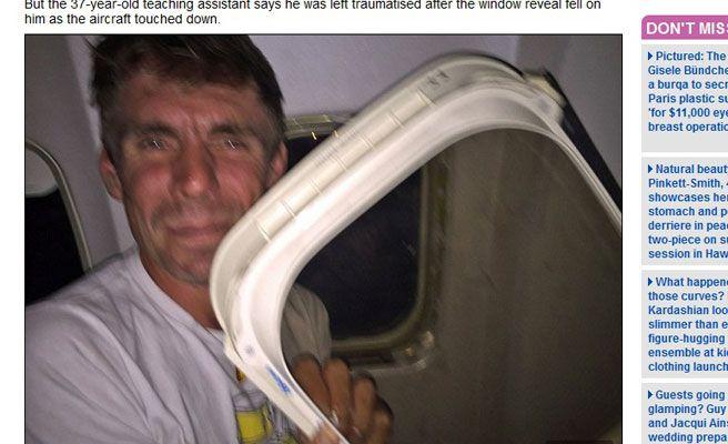 se le cae ventanilla de avión en pleno vuelo