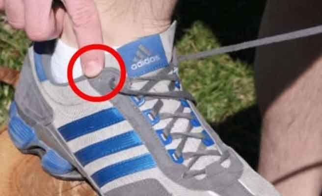 Para qué sirve el agujero extra de las zapatillas de deporte