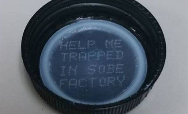 El extraño mensaje hallado en el tapón de una botella se hace viral