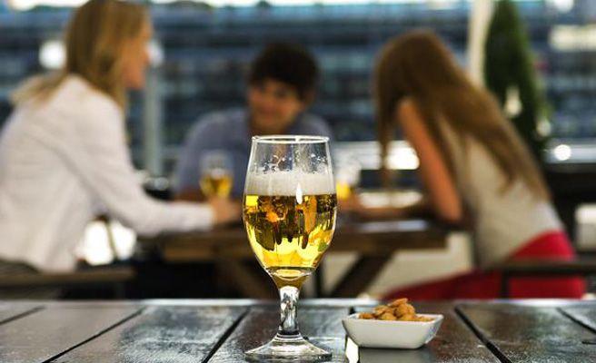 Los diez trucos de los bares para engañar al cliente