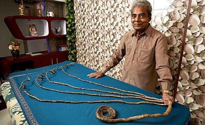 Un hombre lleva sin cortarse las uñas desde 1952