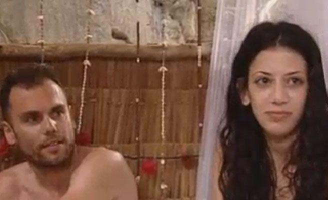 Inedito lesbico entre dos amas de casa - 2 2