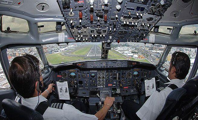 Los códigos secretos que usan los pilotos y la tripulación en un avión