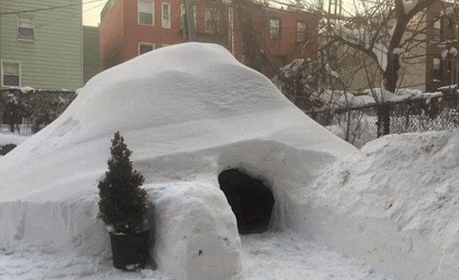 Construye un iglú en el jardín tras la gran nevada y lo alquila en Airbnb por 200 euros