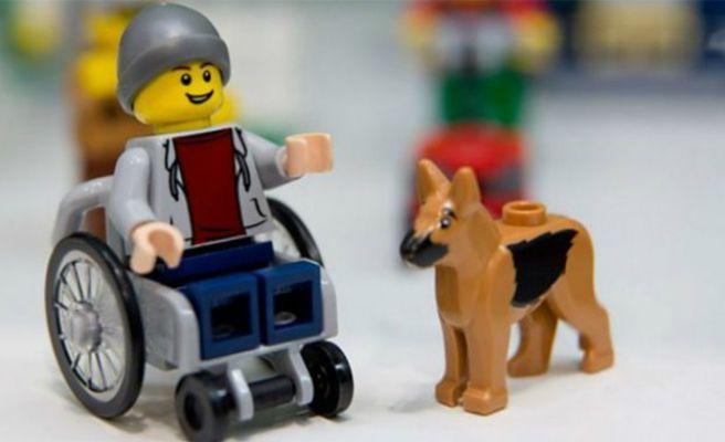 El primer muñeco de Lego con discapacidad