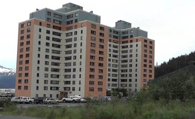 Whittier, el pueblo en el que todos sus vecinos viven en el mismo edificio