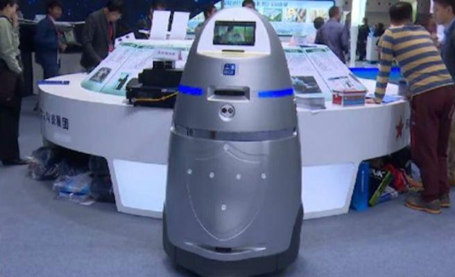 China crea el primer 'Robocop' capaz de patrullar las calles