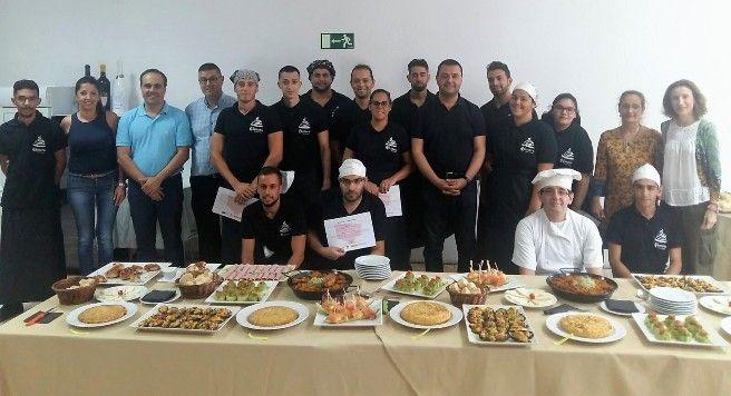 Quince j venes reciben formaci n de ayudante de cocina a trav s del programa de cualificaci n y - Curso de cocina las palmas ...