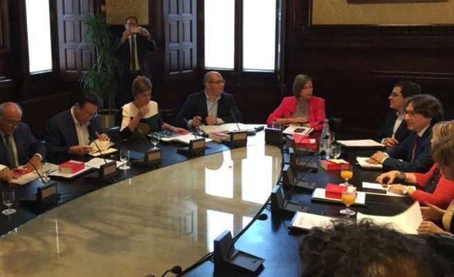 Forcadell y el resto de los miembros de la mesa del for Mesa parlament