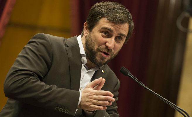 Toni Comín prepara una querella contra Telecinco por difundir la conversación con Puigdemont