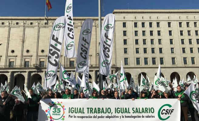 Els empleats públics es concentren a tot Espanya per la millora de condicions laborals