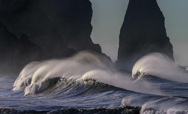 Avisos por olas de seis metros en el norte y temporal de viento y mar en Canarias