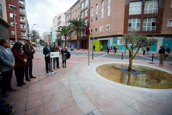 El Ayuntamiento dedica una plaza a la no violencia y en memoria del joven Iván Robaina, fallecido en 2008
