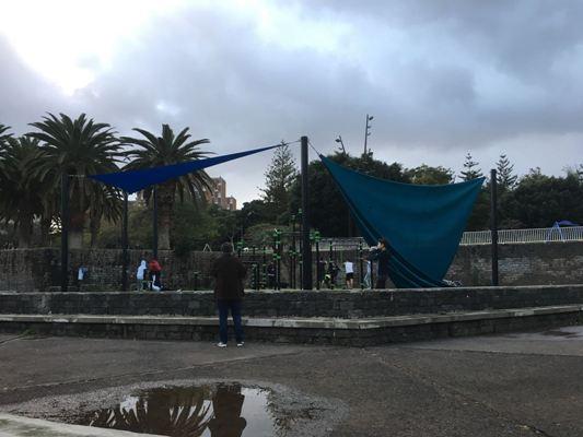 Deportes repara las velas que guarecen el módulo de calistenia del parque La Granja
