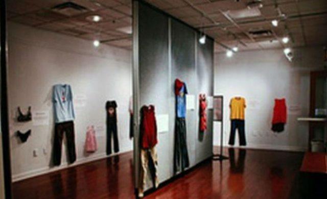 c905eb6fa2af Un museo expone la ropa que vestían diferentes víctimas de violación ...