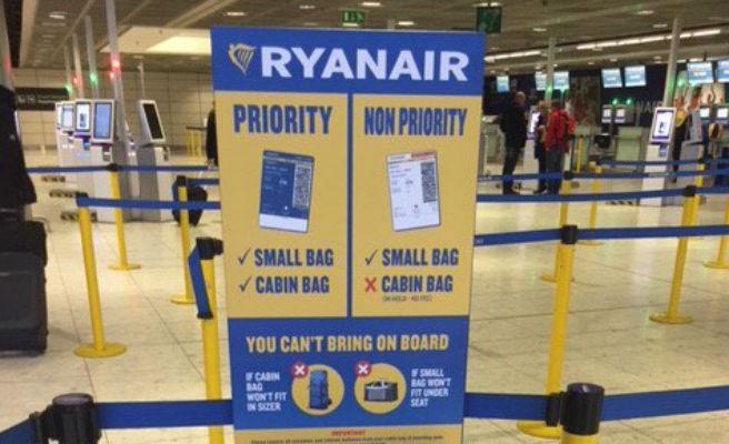4ce0692bc Ryanair exige desde hoy el pago de cinco euros para llevar la maleta en  cabina - Qué!