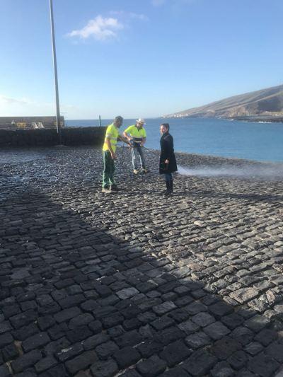 La Concejalía de Servicios Municipales comienza su anual ronda de mantenimiento por el litoral del municipio