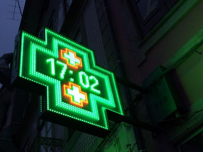 Detienen a una farmacéutica por presunta estafa con recetas al Salud