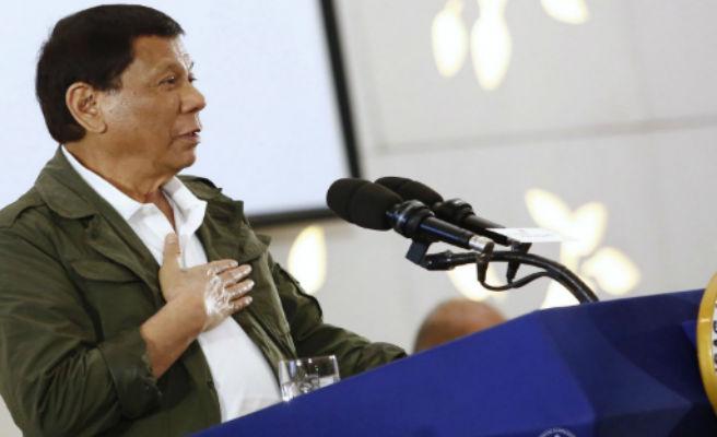 El presidente de Filipinas anima a disparar a las guerrilleras en la vagina
