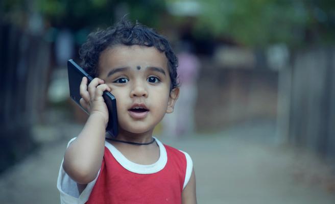 Un de cada tres menors ha rebut missatges sexuals a través del mòbil