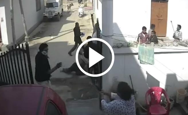 VIDEO   Fa fora els agressors del seu marit a l'aparèixer amb un revòlver