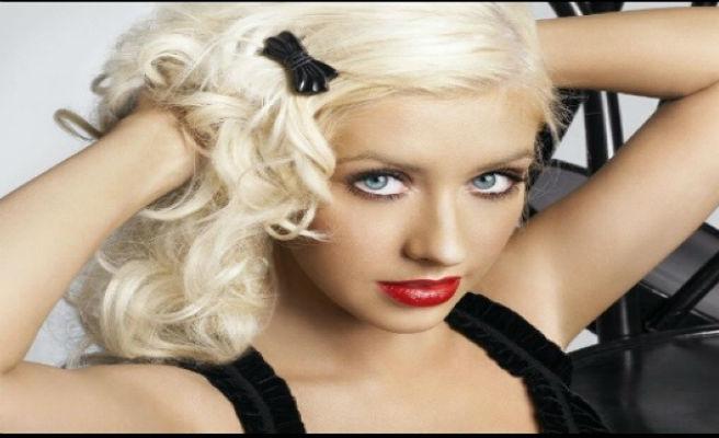 Christina Aguilera posa sin maquillaje y sorprende por su impresionante belleza