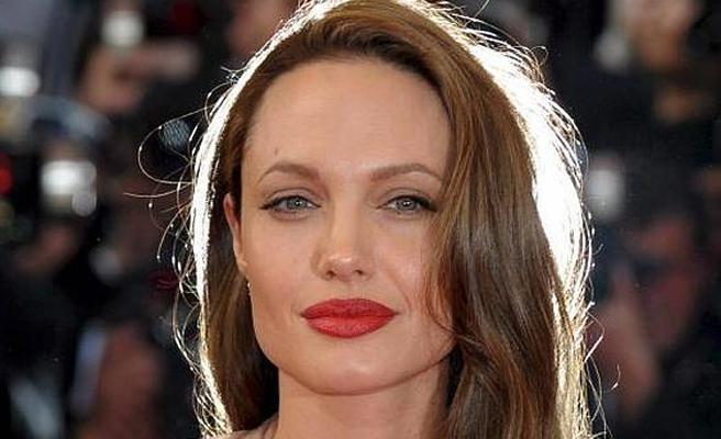Angelina Jolie podría estar iniciando un romance con alguien muy cercano y parecido a Brad Pitt
