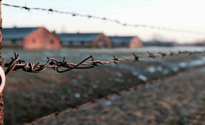 Un israelí multado por orinar en un monumento dedicado a los judíos desaparecidos en Auschwitz
