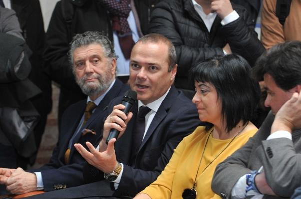 El alcalde Hidalgo reclama junto a la FEMP que el Estado permita a los ayuntamientos utilizar el superávit 2017