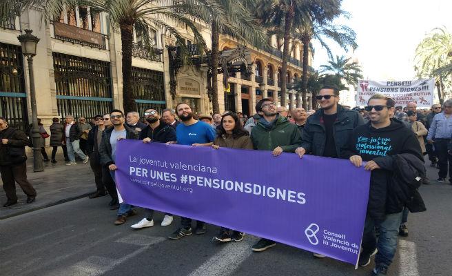 La juventud clama por unas pensiones dignas en la manifestación de València