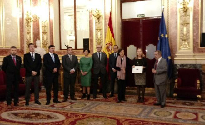 """El Defensor del Pueblo avisa que la crisis aún afecta a los españoles con un """"enorme coste social"""""""