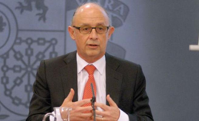 Montoro anuncia una bajada del IRPF para personas que reciban una renta de hasta 18.000 euros