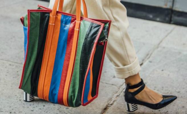 La versión del ya famosísimo bolso para ir a la compra de Balenciaga ya está aquí