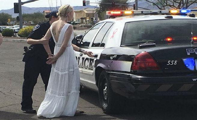 Arrestan a una novia por causar un accidente camino de su boda