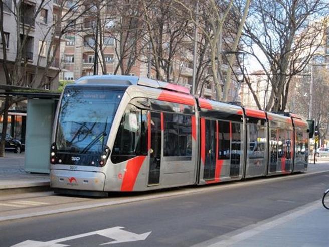 Segunda jornada de huelga de conductores de tranvía con más filas, esperas y empujones