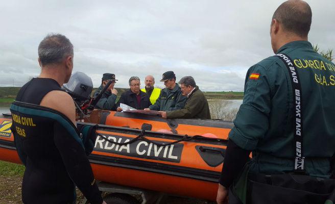 Zoido condecora al guardia civil muerto en Guillena por el temporal