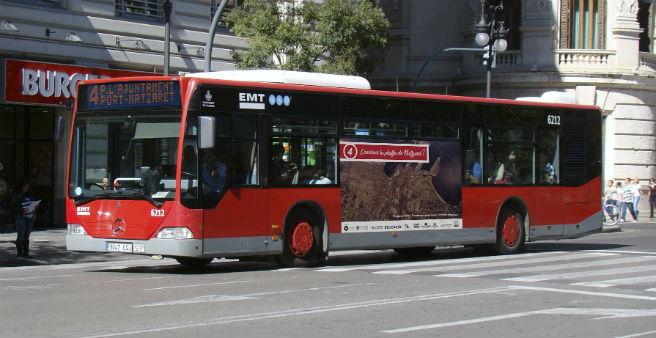 Un autobús de la EMT visibiliza y da voz a los vecinos y vecinas de Nazaret