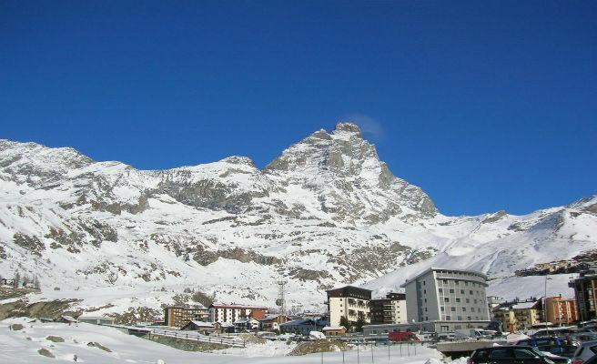 Un turista borracho se confunde de camino y escala una montaña de los Alpes italianos en busca de su hotel