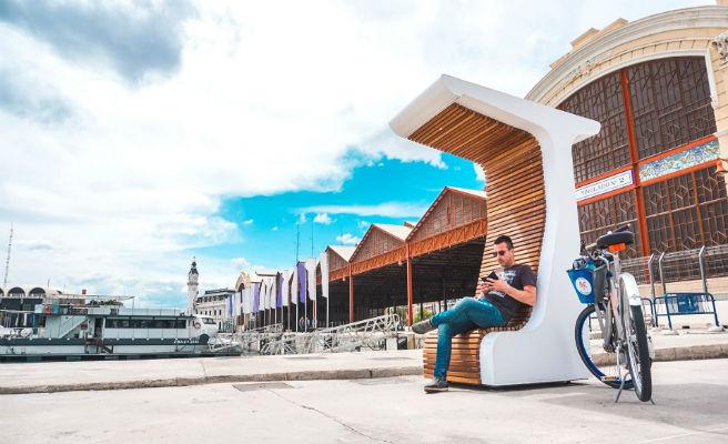 Un prototipo de mobiliario urbano inteligente se instala en La Marina de València