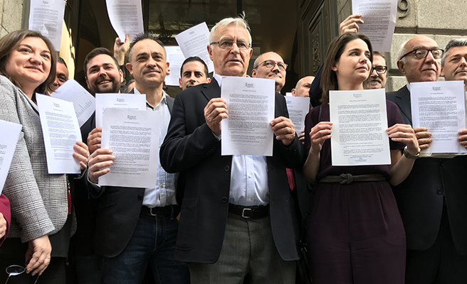 Más de 30 alcaldes de València marchan al Ministerio de Hacienda para exigir la financiación en transporte público
