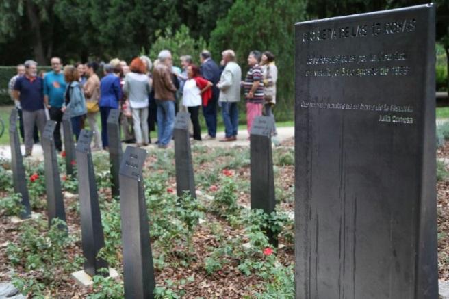Vandalismo en el monumento a las 13 rosas del Parque Grande Jose Antonio Labordeta
