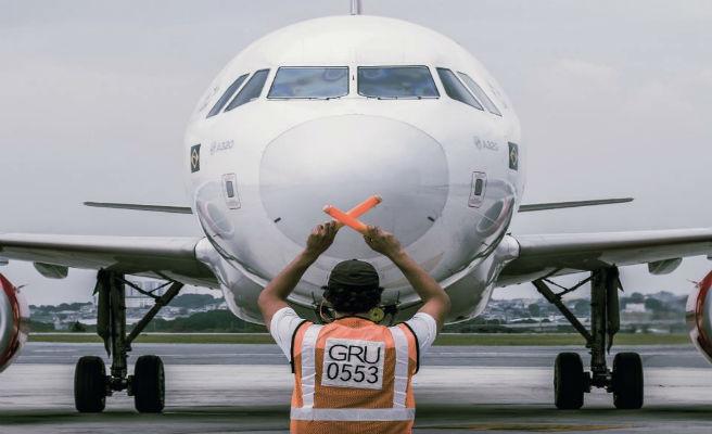 Una pasajera pierde su vuelo y detiene el avión tras colarse en la pista de despegue