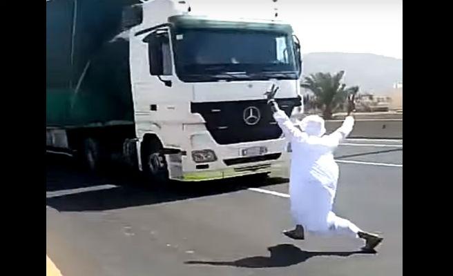 El escalofriante baile de un árabe que casi acaba en tragedia