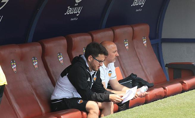 Jesús Oliva dejará de ser el entrenador del Valencia CF la próxima temporada