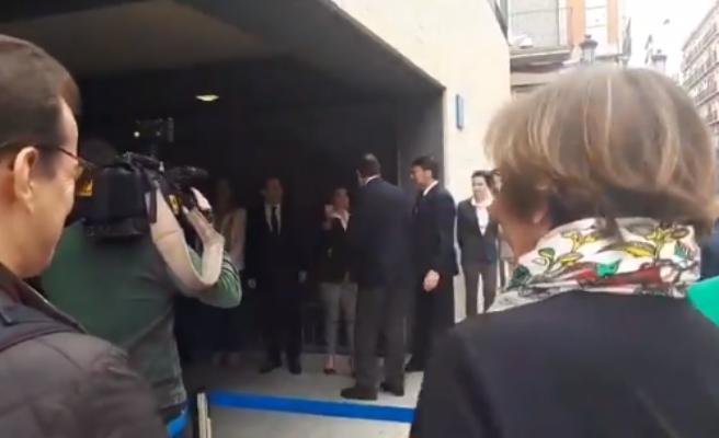 """La jefa de prensa de Rajoy pide perdón tras asegurar """"dan ganas de hacer un corte de mangas y decir os jodéis"""""""