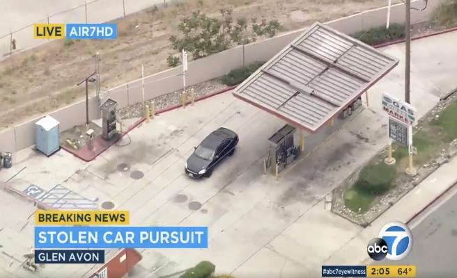 Dos periodistas narran en directo una persecución ¡de un coche equivocado!