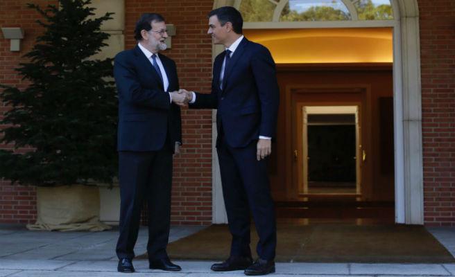 """Gobierno y PSOE refuerzan su """"acuerdo político"""" para defender el orden constitucional"""